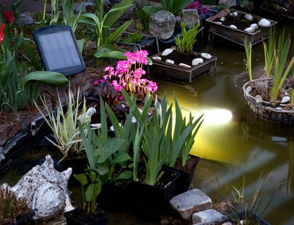 Spot solaire submersible 300 lumens tanche ip68 for Lampe japonaise exterieur