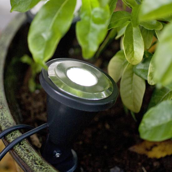 spots solaires de jardin double eclairage spot solaire jardin objetsolaire. Black Bedroom Furniture Sets. Home Design Ideas