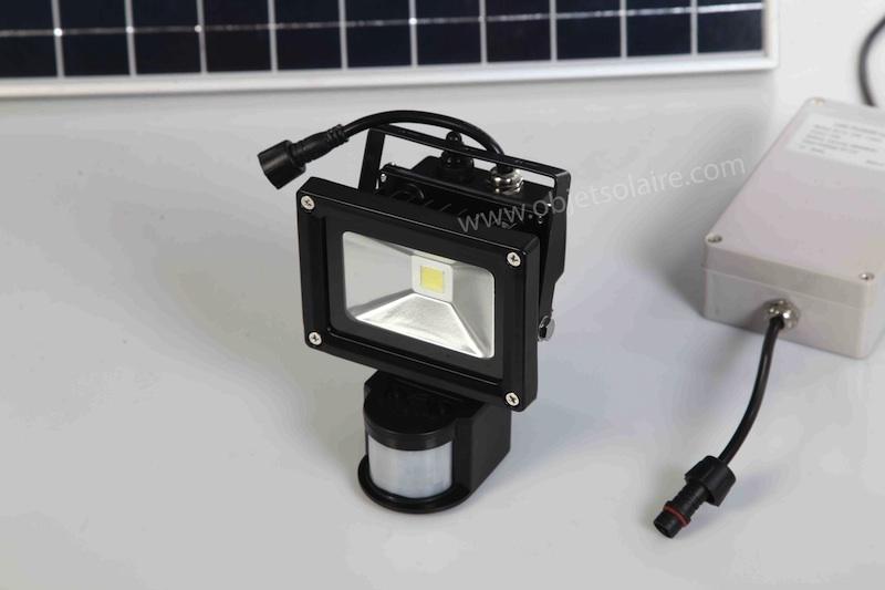 projecteur solaire puissant 1000 lumens d tecteur. Black Bedroom Furniture Sets. Home Design Ideas