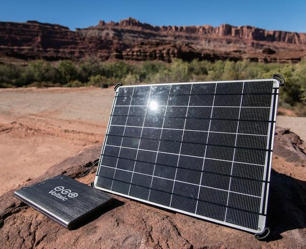 chargeur solaire puissant ordinateurs voltaic 17 watt chargeur solaire nomade objetsolaire. Black Bedroom Furniture Sets. Home Design Ideas