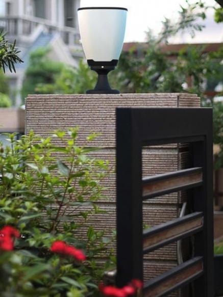 lampe solaire pour pilier de portail design de maison design de maison. Black Bedroom Furniture Sets. Home Design Ideas
