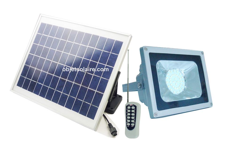 projecteur solaire puissant led 720 lumens timer. Black Bedroom Furniture Sets. Home Design Ideas