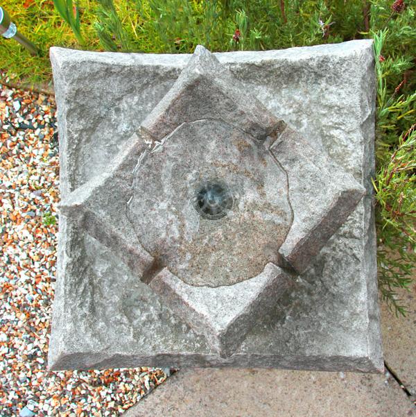 Fontaine solaire bain d 39 oiseaux pierre fontaines - Fontaine de jardin en polyresine ...