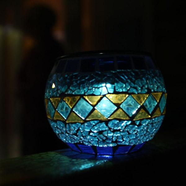 lampe solaire de table verre mosa qu bleue lanterne d coration solaire objetsolaire. Black Bedroom Furniture Sets. Home Design Ideas