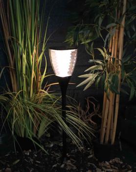 Bornes lampadaires solaires puissants eclairage for Desherbant puissant pour allees