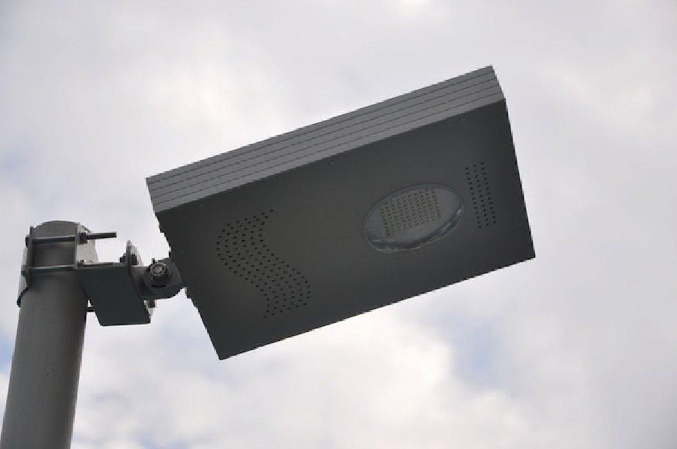 Projecteur solaire puissant lampadaire solaire projecteur for Projecteur led exterieur puissant