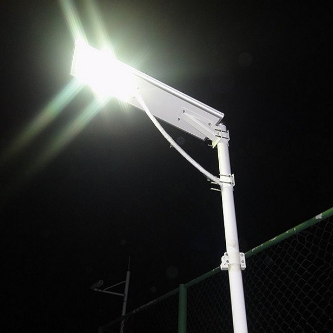 Lampadaire solaire puissant 40w led zs a701d eclairage solaire puissant objetsolaire for Eclairage jardin autonome