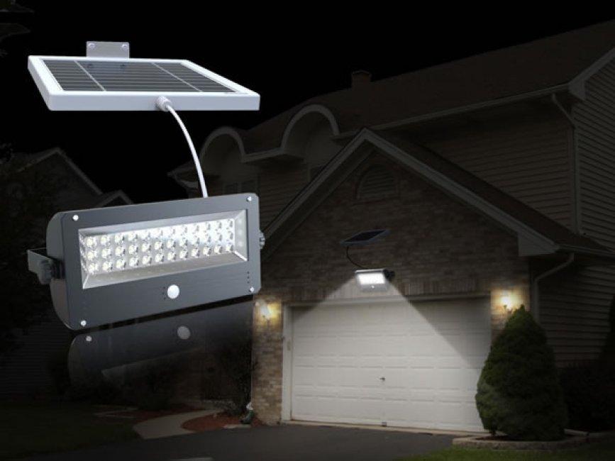 projecteur solaire eclairage puissant 720 lumens projecteurs solaires objetsolaire. Black Bedroom Furniture Sets. Home Design Ideas