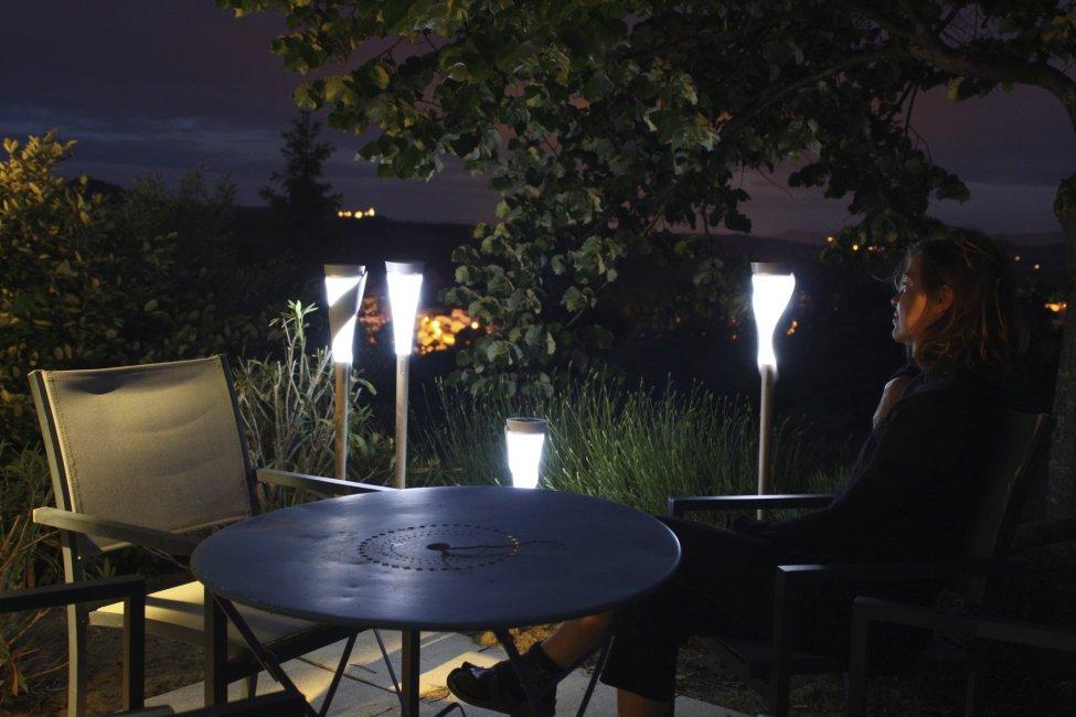 lampe solaire design roseau haut balise borne solaires objetsolaire. Black Bedroom Furniture Sets. Home Design Ideas