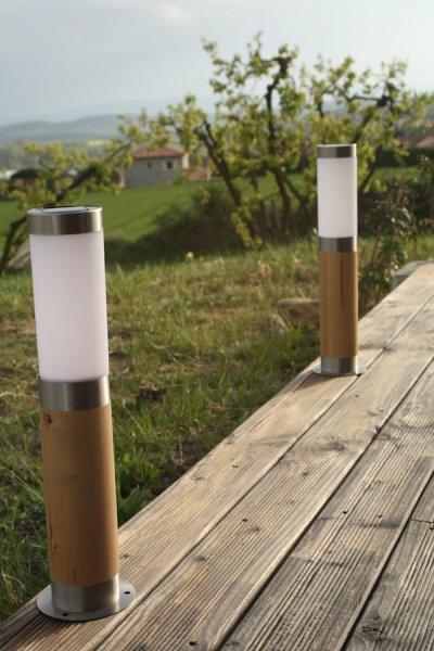Balise solaire bois inox balise solaire borne solaire balisage objetsolaire for Lampe solaire jardin aulnay sous bois