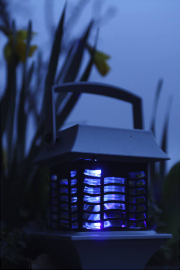 lampe anti moustique solaire paguode antimoustiques. Black Bedroom Furniture Sets. Home Design Ideas