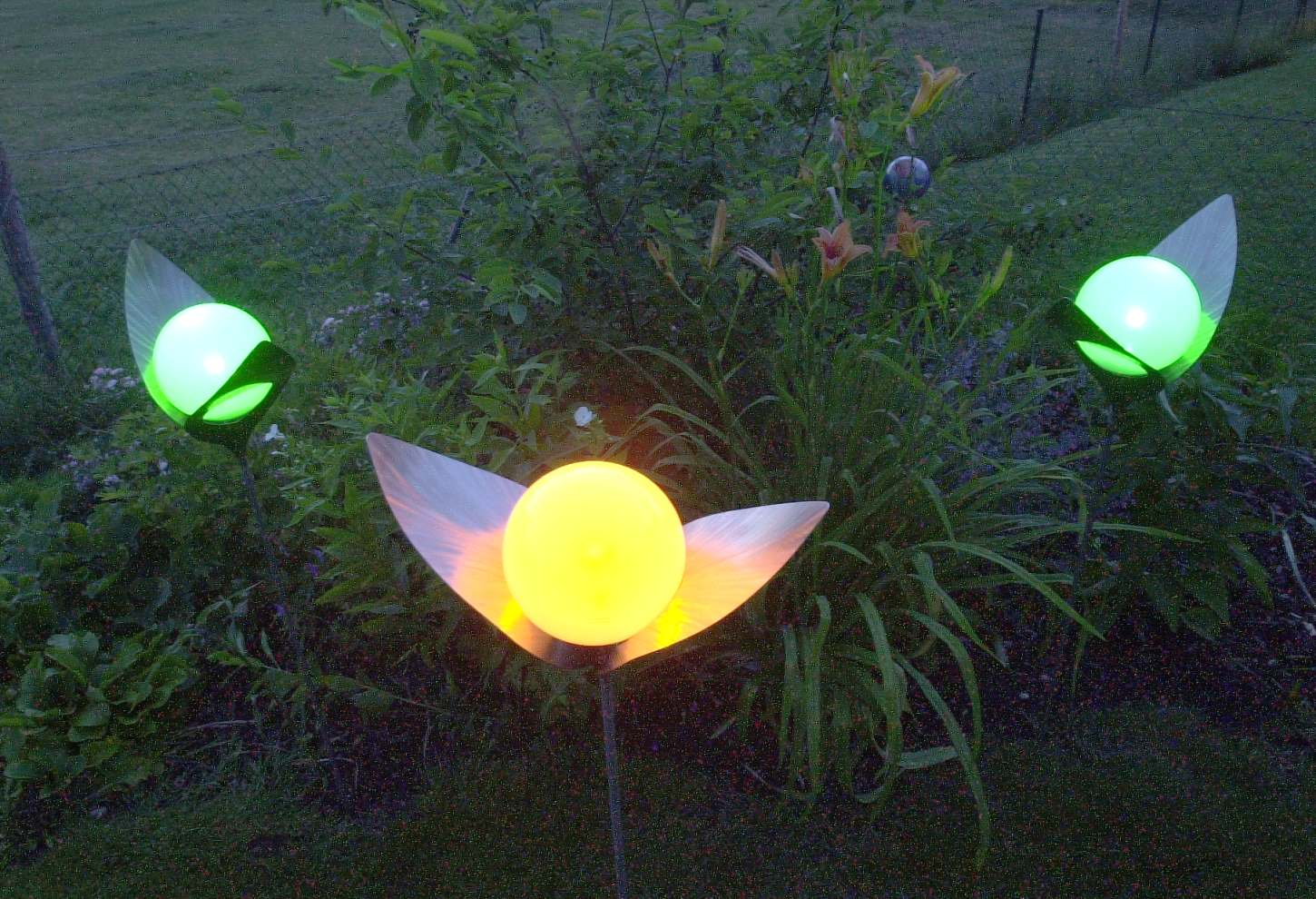 Stunning lampe solaire jardin inox pictures for Borne solaire jardin