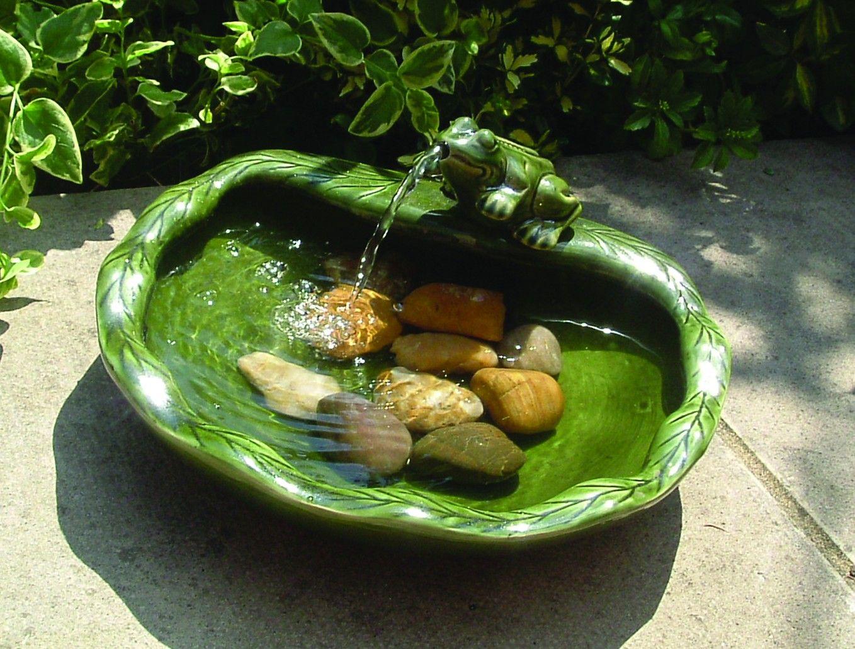 Fontaine solaire grenouille c ramique verte fontaines for Bomba para fuente de jardin