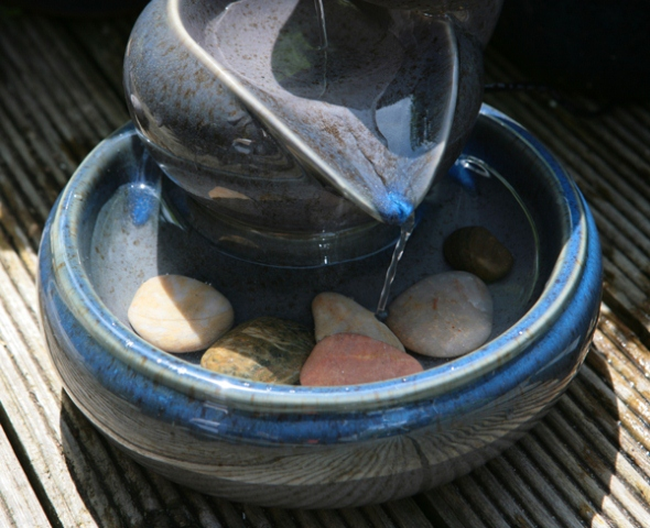Fontaine solaire cascade photovoltaïque pot bleue - fontaines ...