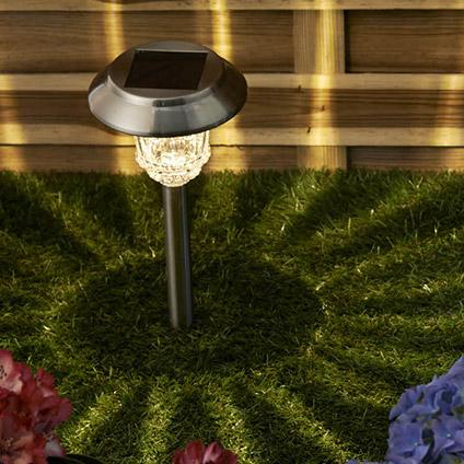 Clairage solaire de jardin lampe solaire jardin with for Luminaire solaire pour terrasse exterieur
