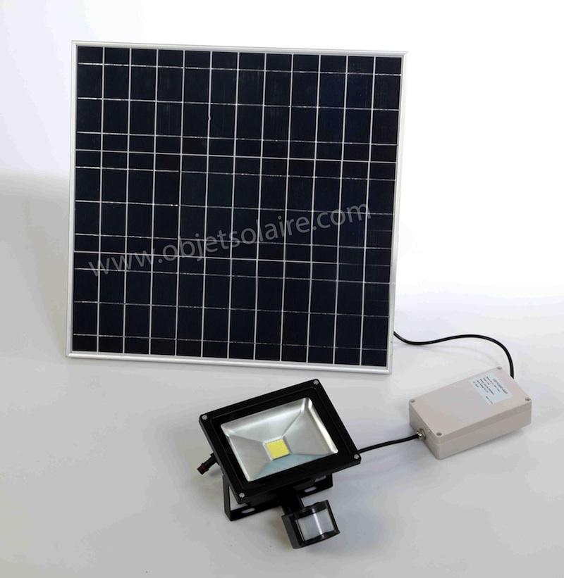 projecteur solaire puissant 20 w led 2000 lumens zs 20. Black Bedroom Furniture Sets. Home Design Ideas