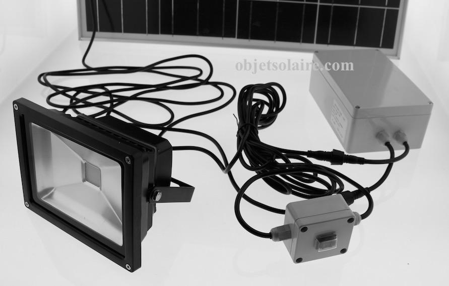 projecteur solaire puissant 20 w led 2000 lumens zs 320 projecteurs solaires objetsolaire. Black Bedroom Furniture Sets. Home Design Ideas