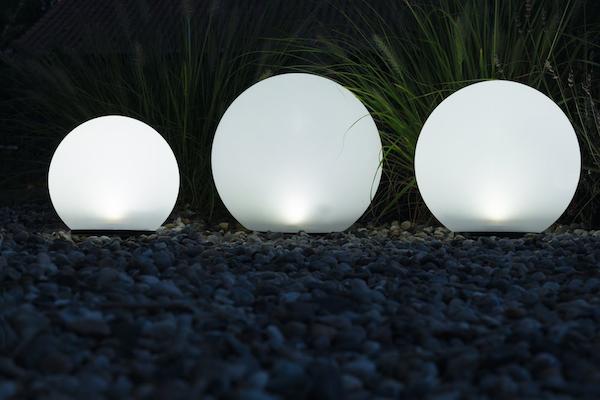 lot de 3 boules solaires de jardin 2 led osram boules solaires balisage objetsolaire. Black Bedroom Furniture Sets. Home Design Ideas