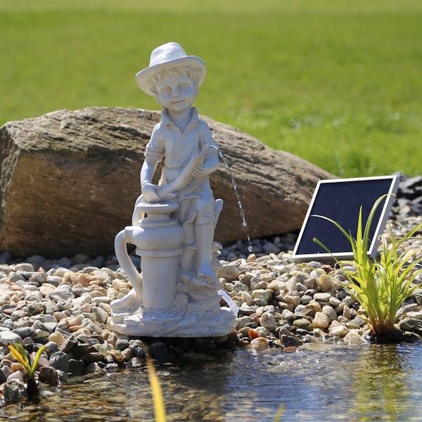 pompe fontaine solaire jet d 39 eau gar on np11 pompes. Black Bedroom Furniture Sets. Home Design Ideas