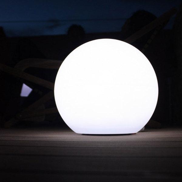 boule solaire blanche intense 28 cm lune boules solaires objetsolaire. Black Bedroom Furniture Sets. Home Design Ideas