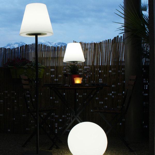 lampe solaire de terrasse sur pied arte 130 lumens