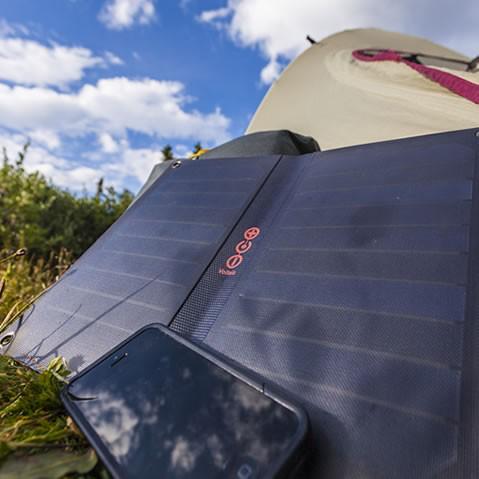 panneau solaire chargeur nomade usb voltaic 10 watt arc solaire nomade objetsolaire. Black Bedroom Furniture Sets. Home Design Ideas