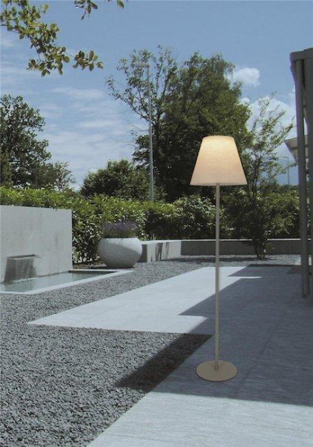 lampadaire solaire de terrasse sur pied 200 800 lumens. Black Bedroom Furniture Sets. Home Design Ideas
